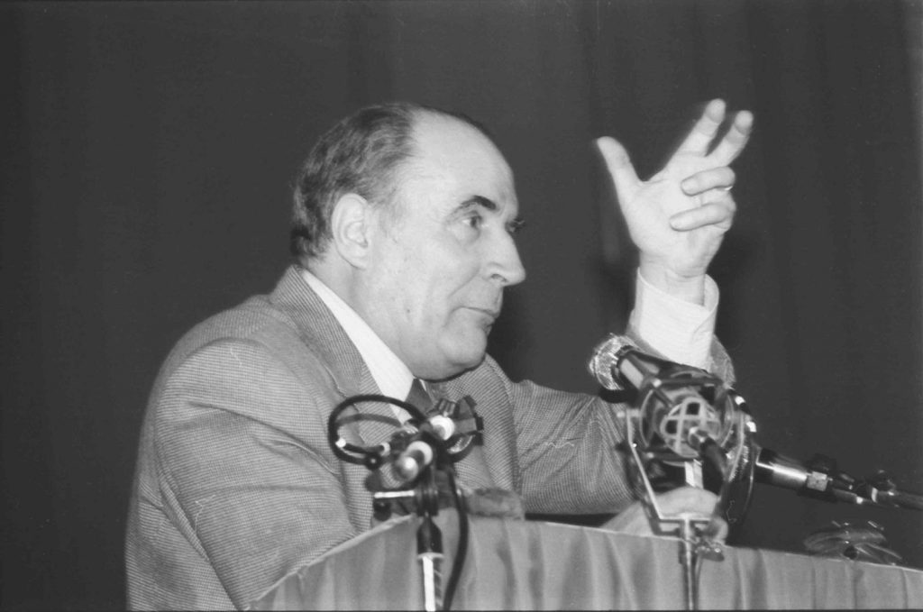 https://neweconomics.opendemocracy.net/wp-content/uploads/sites/5/2018/06/Meeting_Franc%CC%A7ois_MITTERRAND_Caen_1981-1024x679.jpg